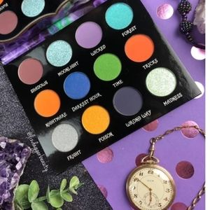"💚Peachy Queen ""We're All Mad Here"" Palette"